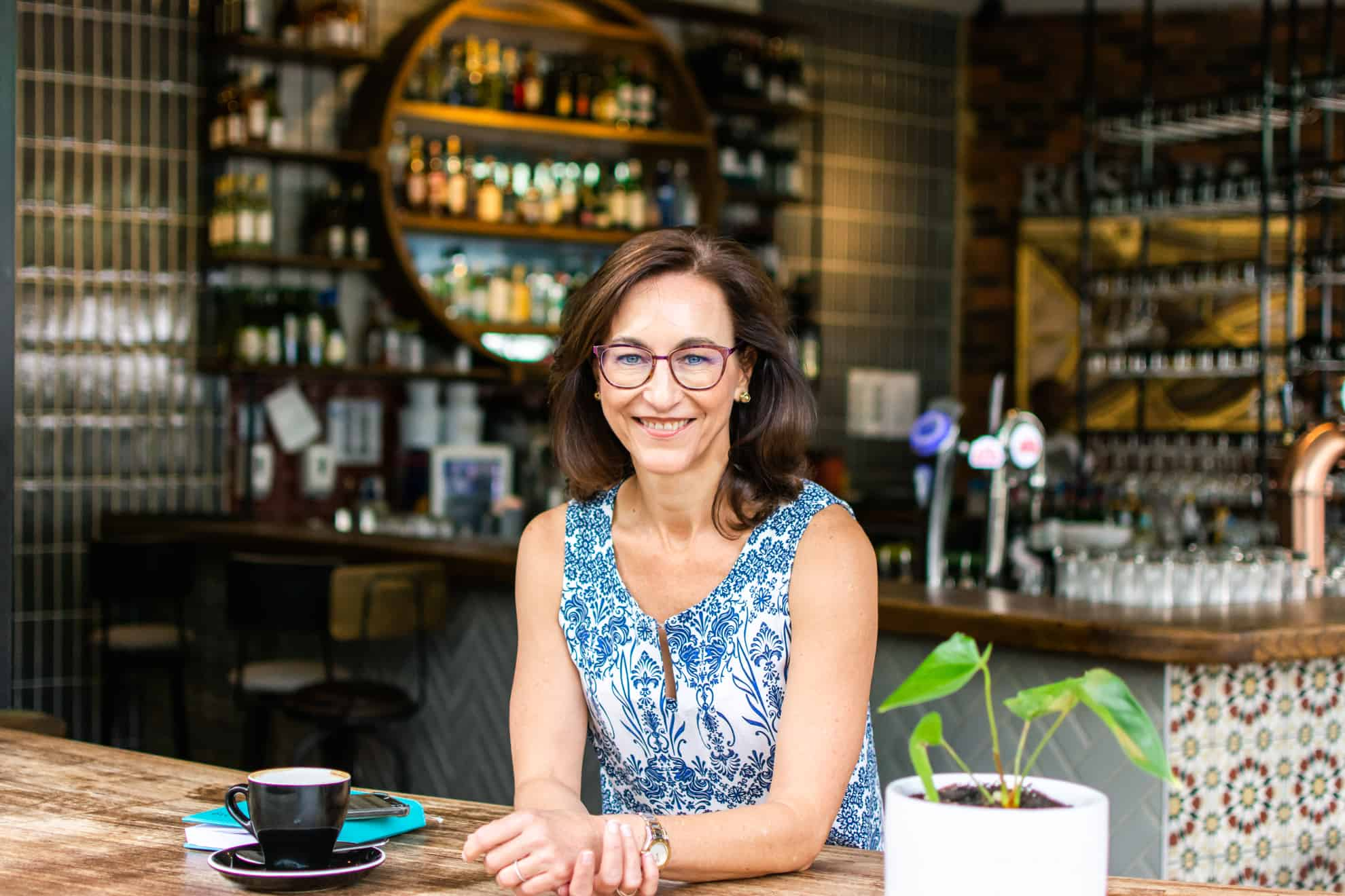 Personal branding - lady in coffee shop